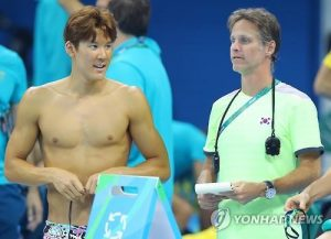 park-tae-hwan-with-coach-duncan-todd